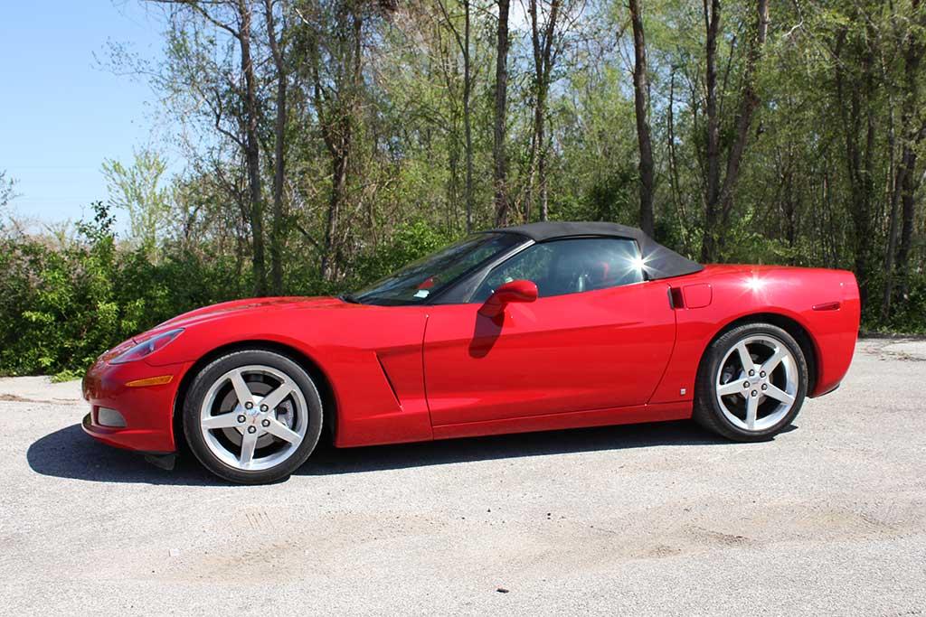 side of 2006 chevy corvette